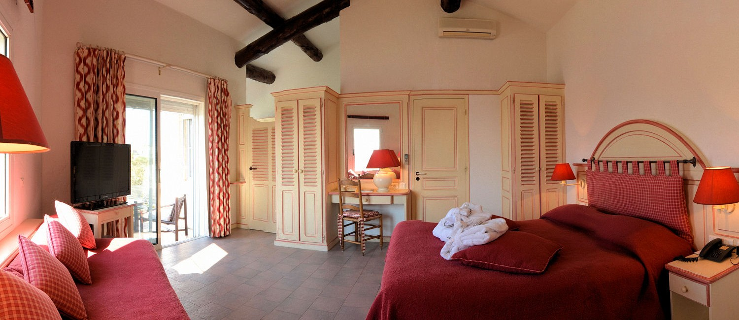 "Room type ""Marais de luxe"" (35m2) enclosed on 2 sides by water"