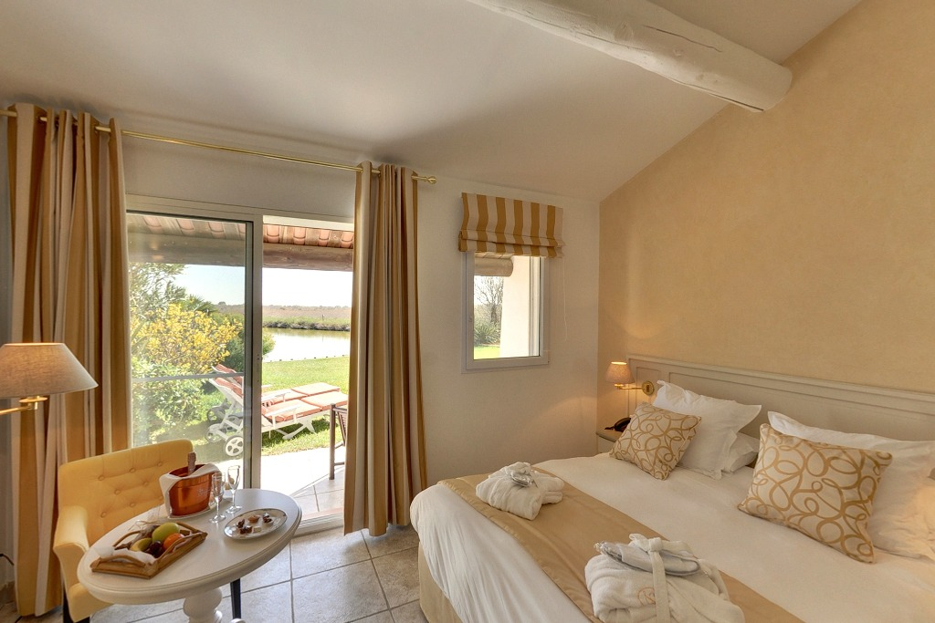 Hotel de luxe 5 toiles en camargue aux saintes maries for Hotel avec piscine privee dans la chambre