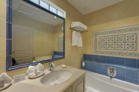"""Jardin"" bathroom with shower and bath tube separately"