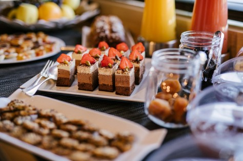Desserts, fruits secs et des differents jus de fruits